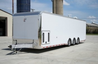 32' inTech Trailer with iCon Package